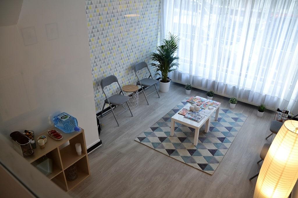 Salle d'attente et espace de détente du cabinet psychologique de Margot Duvauchelle, psychologue à Amiens