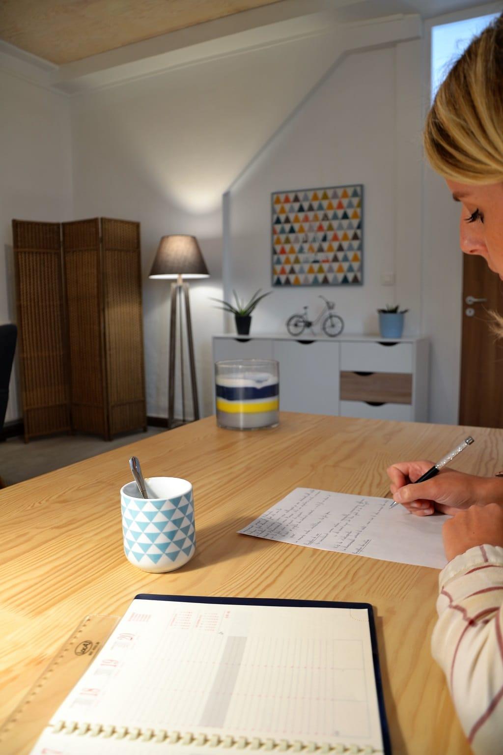 Bureau du cabinet de consultation de Margot Duvauchelle, psychologue à Amiens